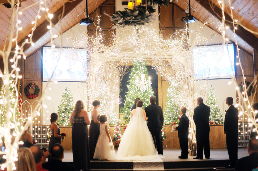 winter wonderland wedding with tulsa photographer